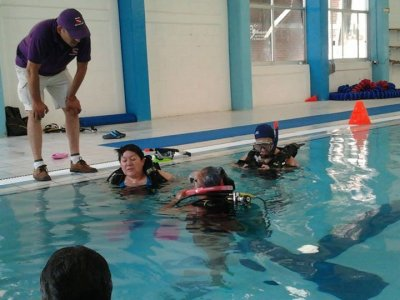 Scuba diving introductory class in Tlalnepantla