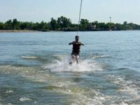 Strengthen your body with water skiing