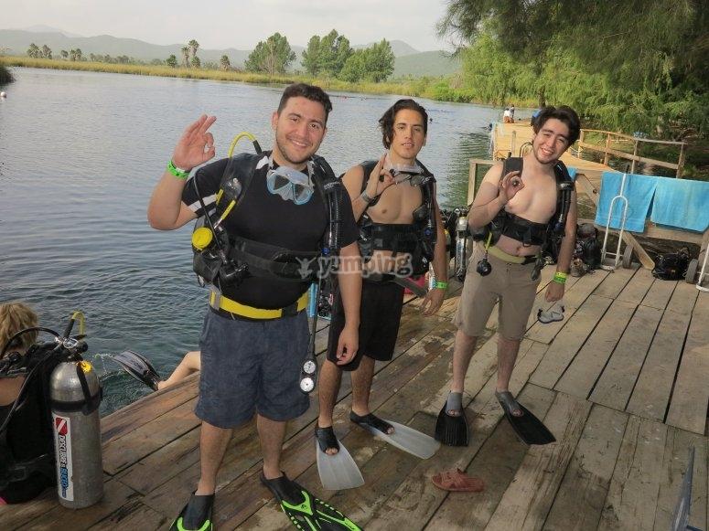 Descubre el fascinante mundo del buceo con tus amigos
