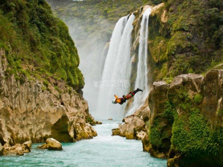 Diving in Puente de Dios, Tamasopo, SLP