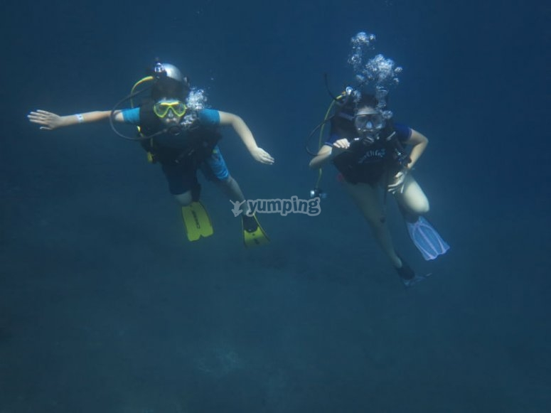 Dive with your partner