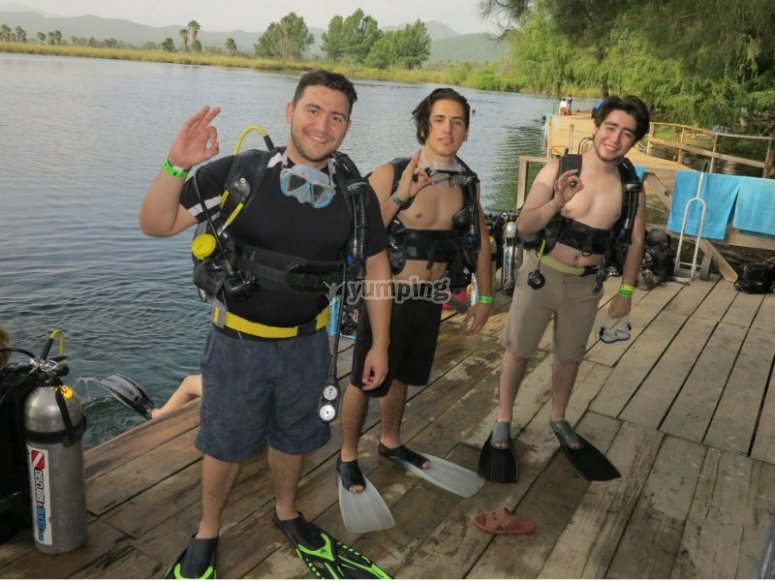 Live the experience of diving with your friends