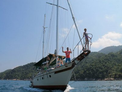 A boat tour to Yelapa waterfalls with snorkel