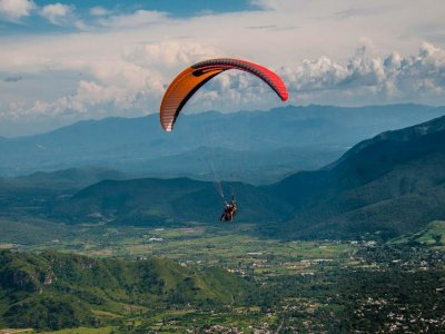 20min Tandem Paragliding Flight in Malinalco