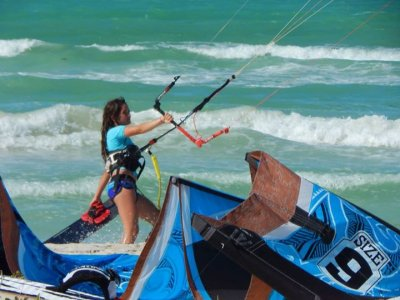 3h private lesson of kitesurfing in Cancún