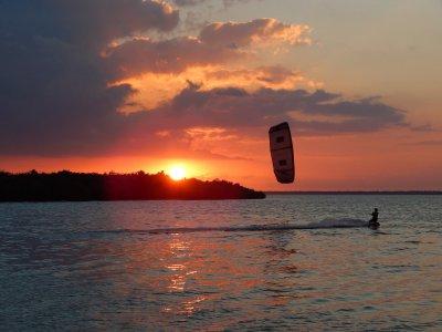 Clase kiteboarding 3 horas compartida en Cancún