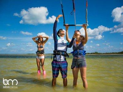 Kitesurf lessons, 1 hour for group. Cancún.