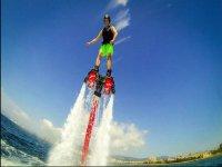 disfrutando del flyboard