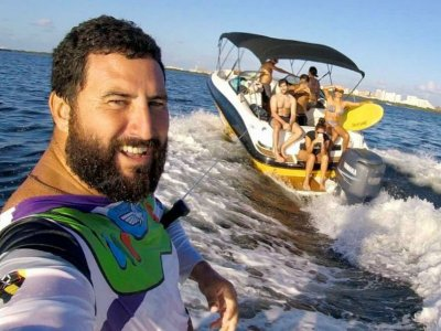 Boat rental 2h and ski + wakeboard in Cancún