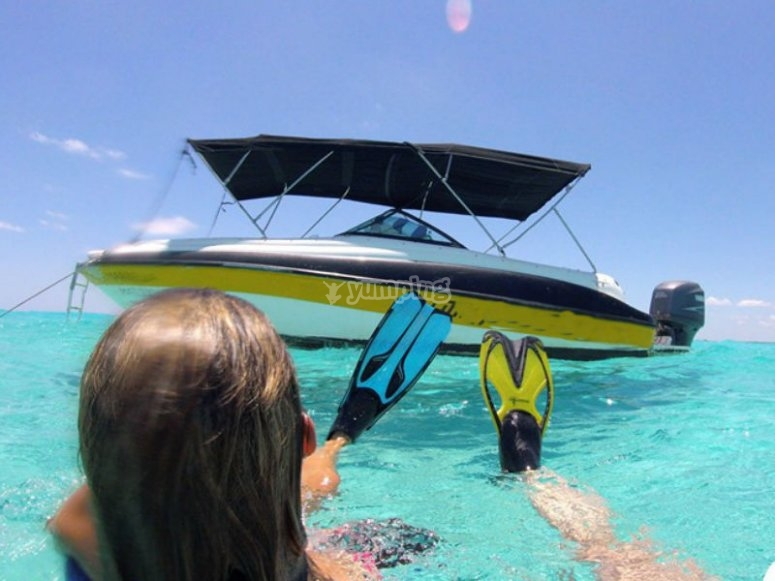 Snorkel and boat tour