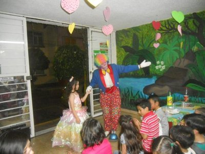 Kids' party hot dog menu, piñata + clown 4h FD