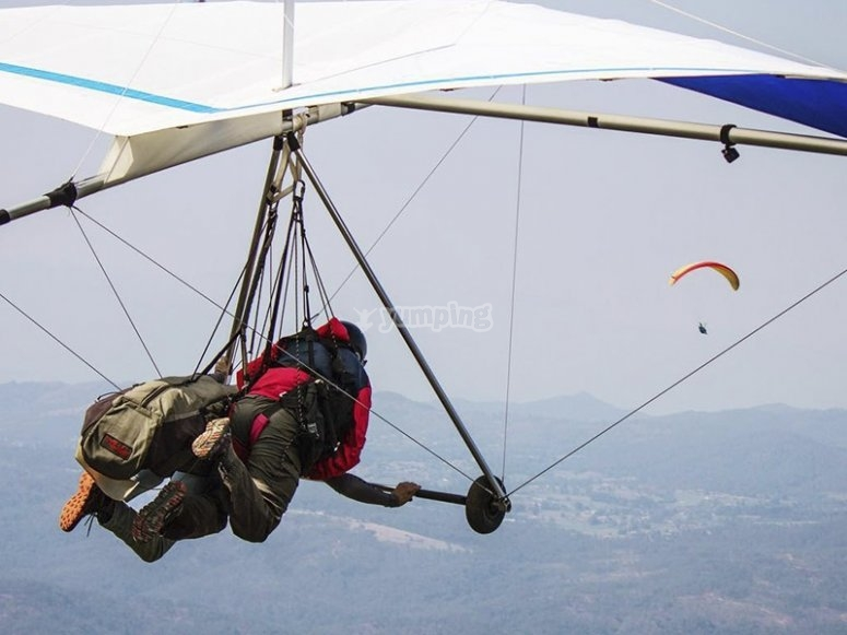 Capture the best flying experience in hang gliding