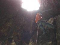 Rappel en cueva