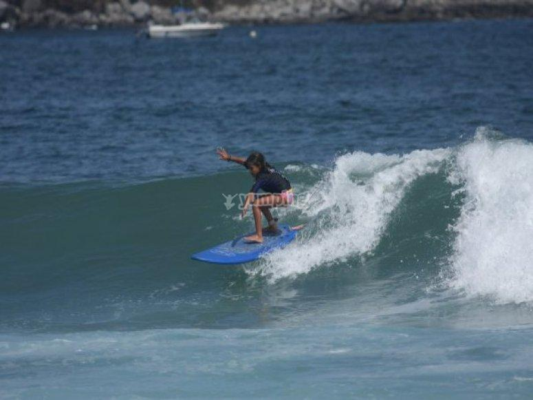 Peque surfer