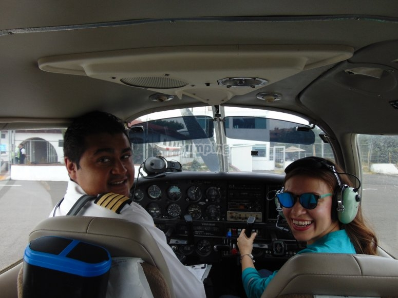 Pilot next to the student
