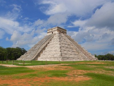 Helicopter flight + tour to Chichén Itza