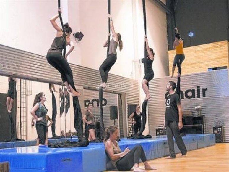 Acrobatic textiles