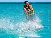 Wakeboarding or water skiing in Cancún, 30 minutes