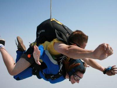 Tandem parachute jump in Tequesquitengo