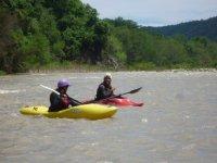 Bajar un rio en kayak