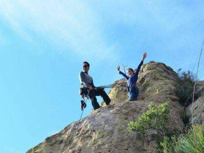 Excursión 4 horas de escalada y rappel en Montaña