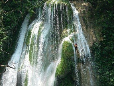 Rappel at the Tamul cascade in Huasteca