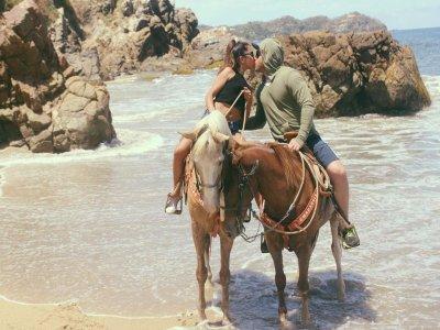1h horseriding in the beach, in Sayulita