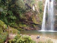 Paseo por la cascada