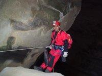 Descent in caverns