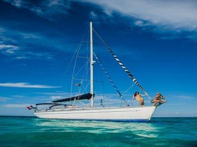 Sail trip by Cancún bay.