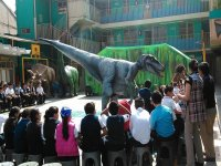 velociraptor en colegio