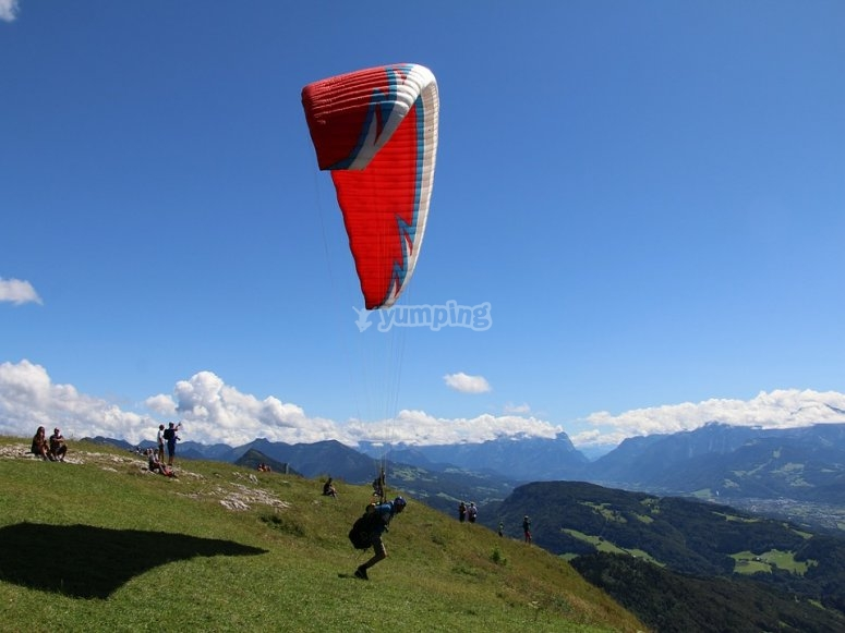 Enjoy the paragliding experience