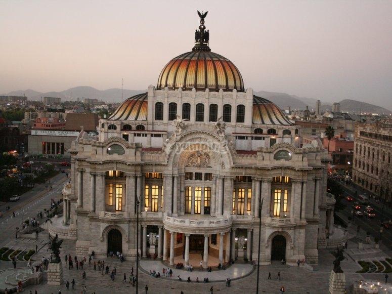 Fly over the Palacio de Bellas Artes
