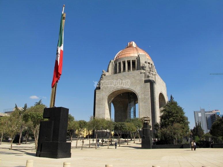 Vuela por el monumento