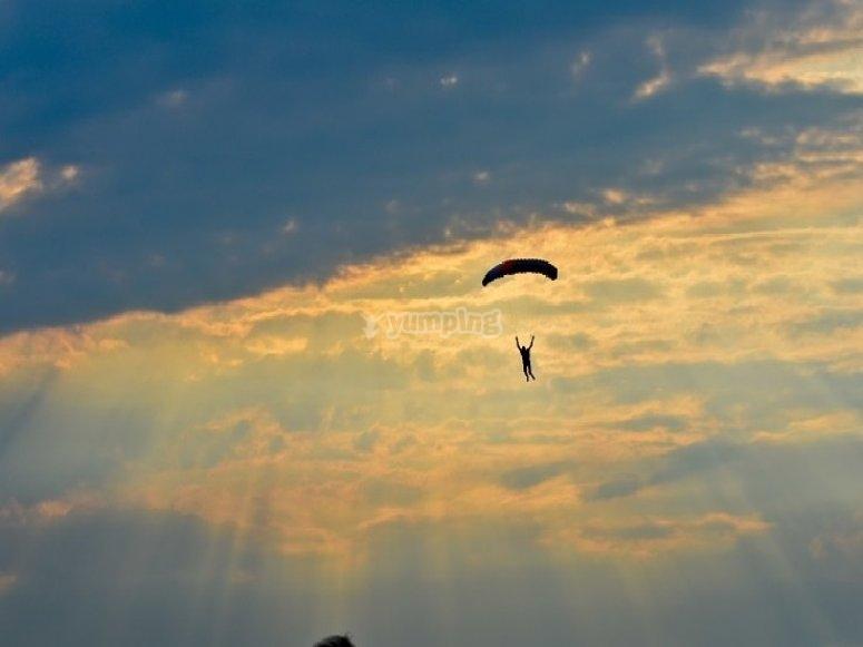 Volando en paracaidas