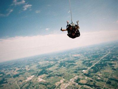 Salto en paracaídas Puebla con go kart desde Qro