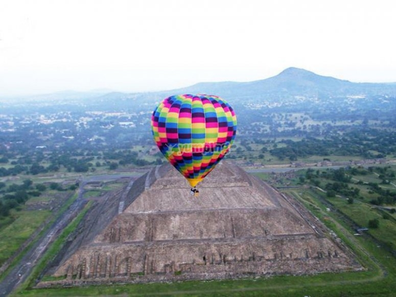 Balloon flights in Teotihuacán with children
