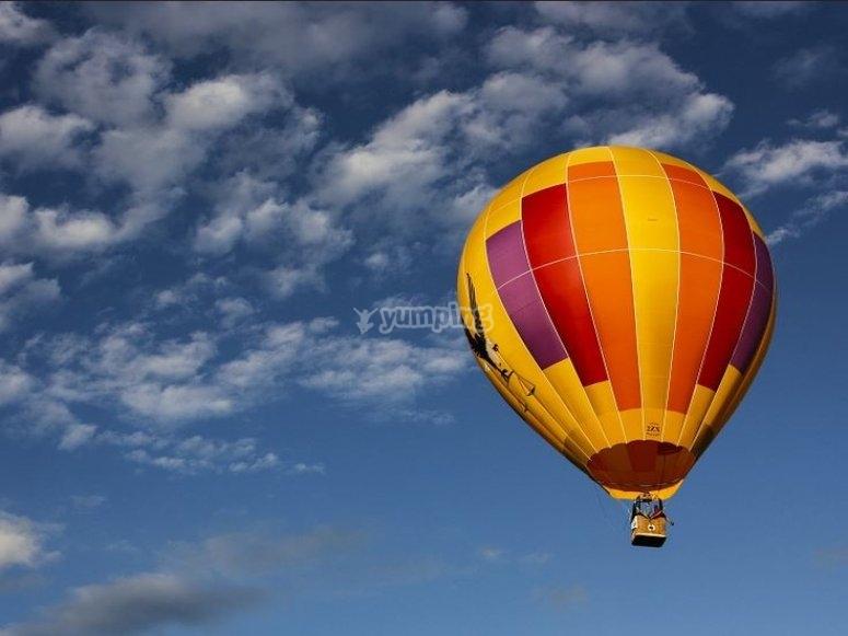 Balloon flight couple adventure