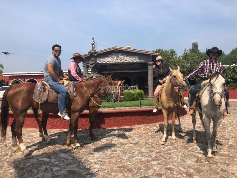 Horseback riding in Tequisquitengo
