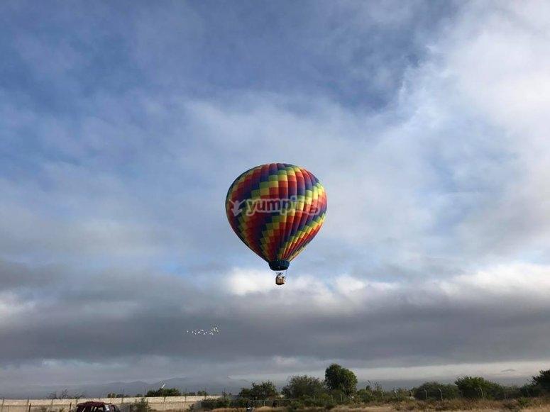 Hot air balloon landing in Tequisquitengo