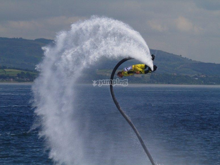 Girando en el flyboard