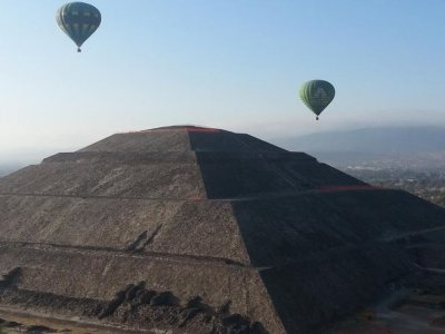 Balloon flight + buffet breakfast in Teotihuacan