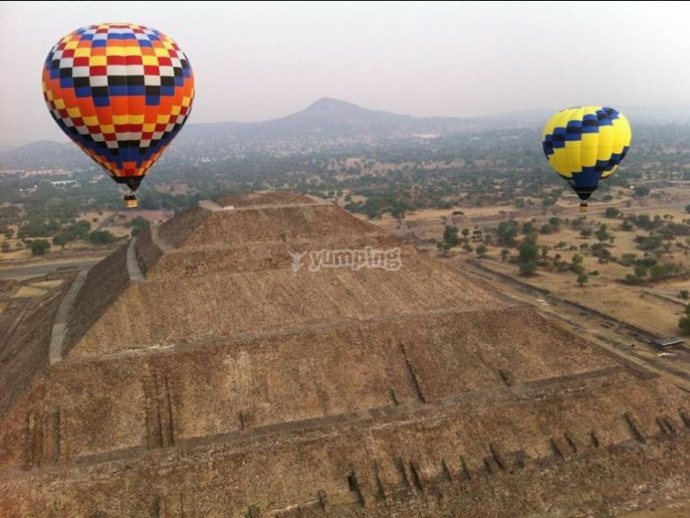 Flying in balloon over the pyramids of Teotihuacan