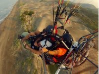 Flying in a tandem paramotor