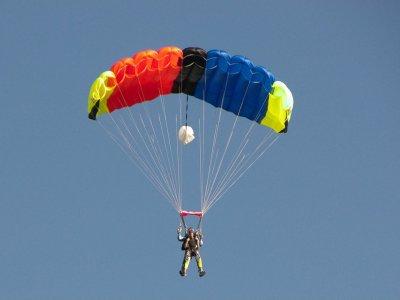 A tandem parachute jump in Puebla