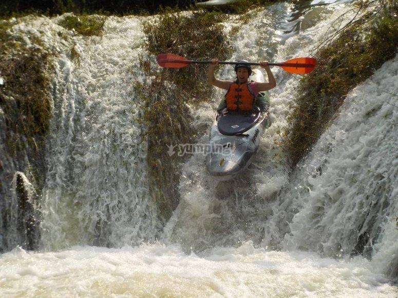 Bajada de cascadas en kayak