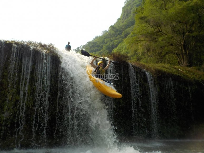 Saltando la cascada