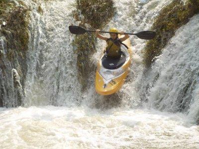 Descent of waterfalls on a kayak in Huasteca