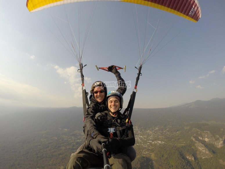 Taking pictures while paragliding