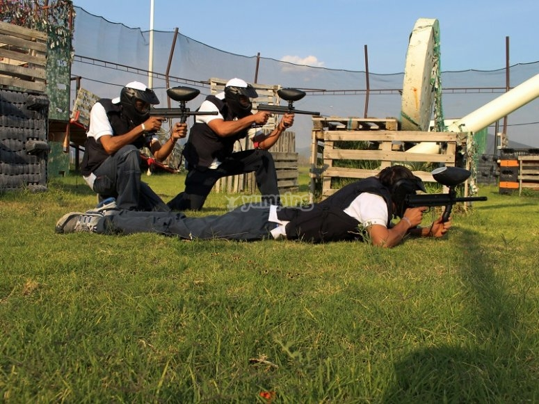 Different positions to shoot in paintball